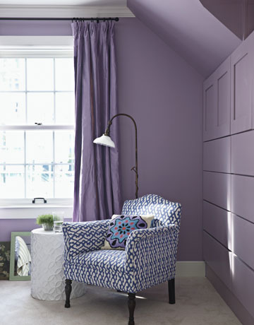 These built-ins, in the guest room, are a great idea but they needs some pulls... look a little naked. I do loves me some built-ins though!