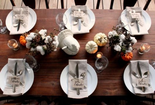 I love the simplicity of this table- clean and fairly minimal without being too naked and, well, boring. The cotton is also a unique Fall accoutrement.