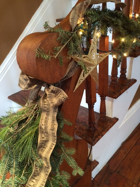 Mom, on the other hand, did a beautiful job out at the Farm (again using burlap ribbon from Home Goods).