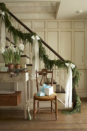 I didn't have the time, energy, or desire to spend the extra money on greenery for my bannister this year, but next year, I am totally copying this. Yowza!